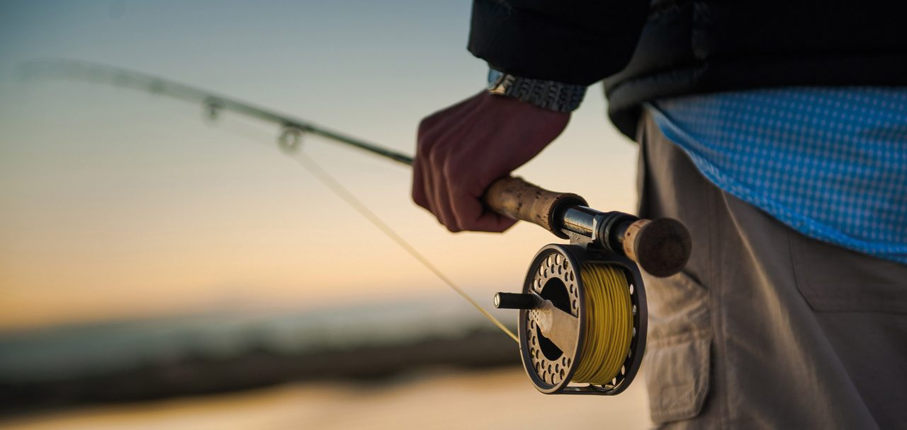 Man som fiskar