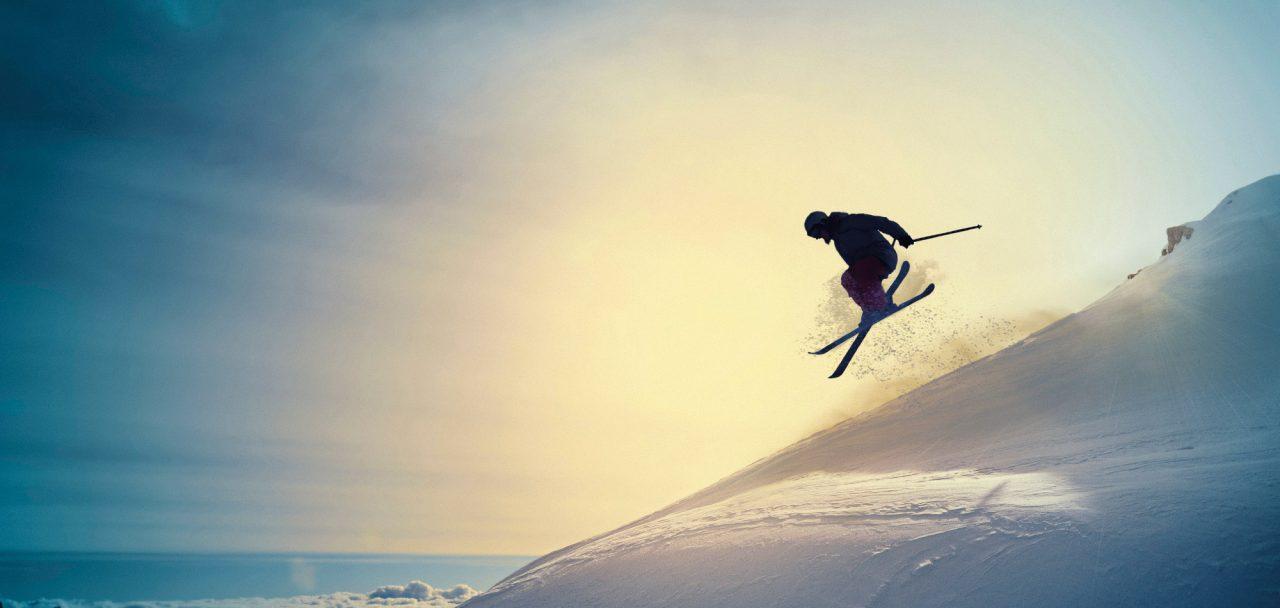 Person som åker skidor